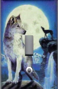 WOLF BY THE MOON - WOLVES HOME WALL DECOR SINGLE LIGHT ...