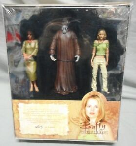 BUFFY-THE-VAMPIRE-SLAYER-039-BOOK-OF-VENGEANCE-039-3-ACTION-FIGURE-SET-DIAMOND-SELECT