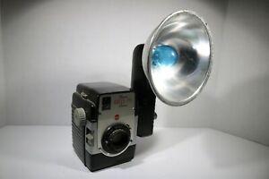 Vintage-Kodak-Brownie-Bull-039-s-Eye-Camera-with-Flash