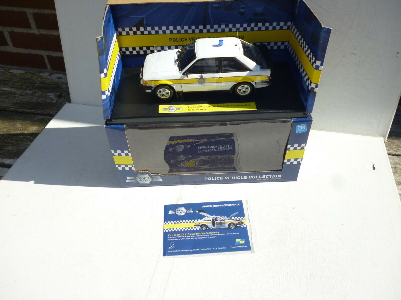 Ford Escort XR3i Cambridgeshire Constabulary Model -Icons 1 18 OVP NEW