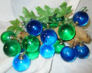 Vintage-MCM-Mid-Century-Blue-Green-Lucite-Acrylic-Grapes-Cluster-on-Wood-Leaves