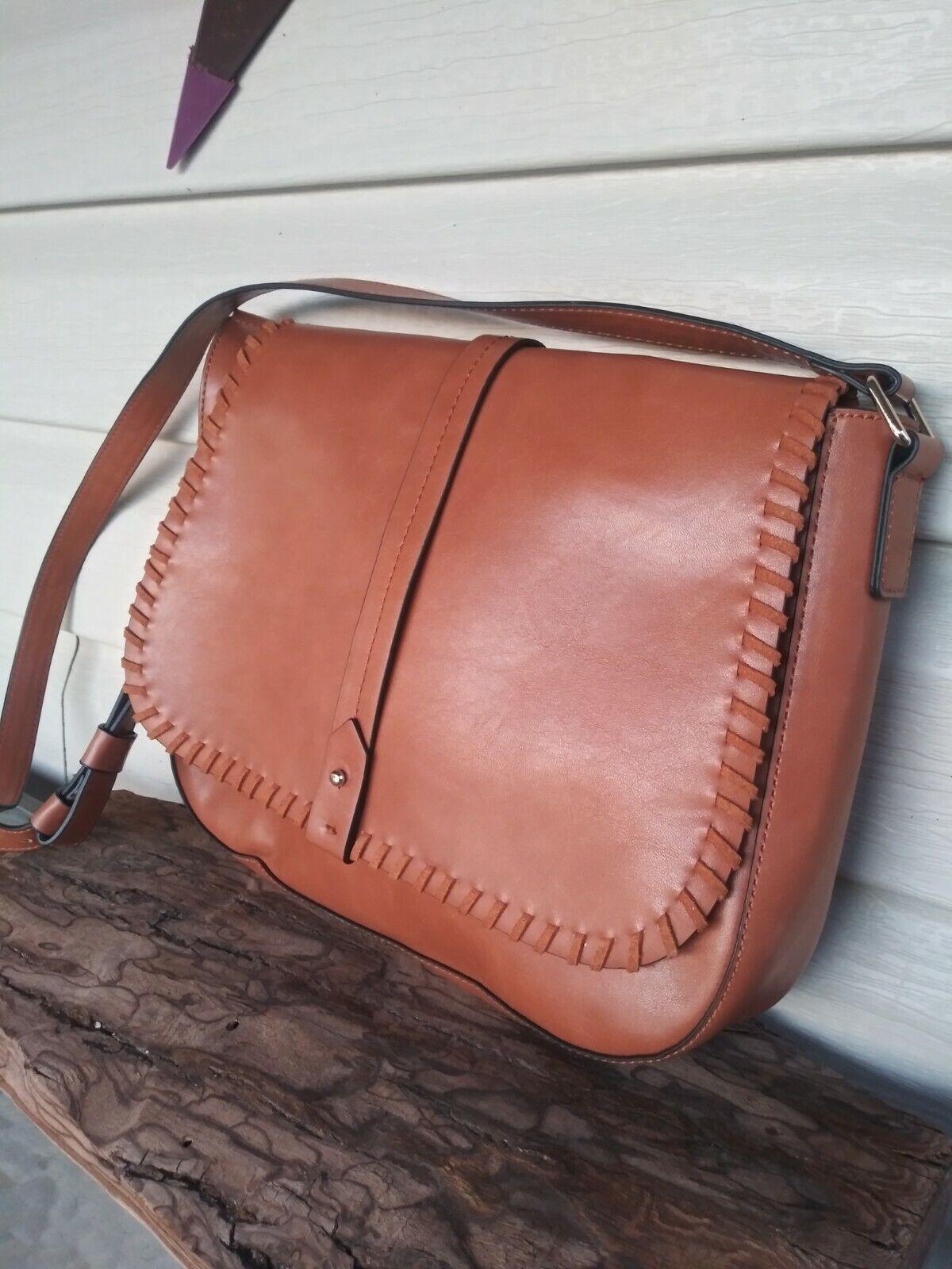 ******GAP Crossbody Saddle Bag Synthetic Leather … - image 1