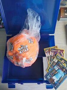 Football Entièrement neuf dans sa boîte /& 100 cartes Inc Foils Match Attax 19//20 Noël Bundle étui de transport