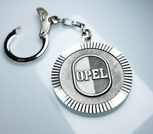 Schluesselanhaenger-OPEL-Logo-Metall-Anhaenger-1960-orig-Diamantschliff-Luefterrad