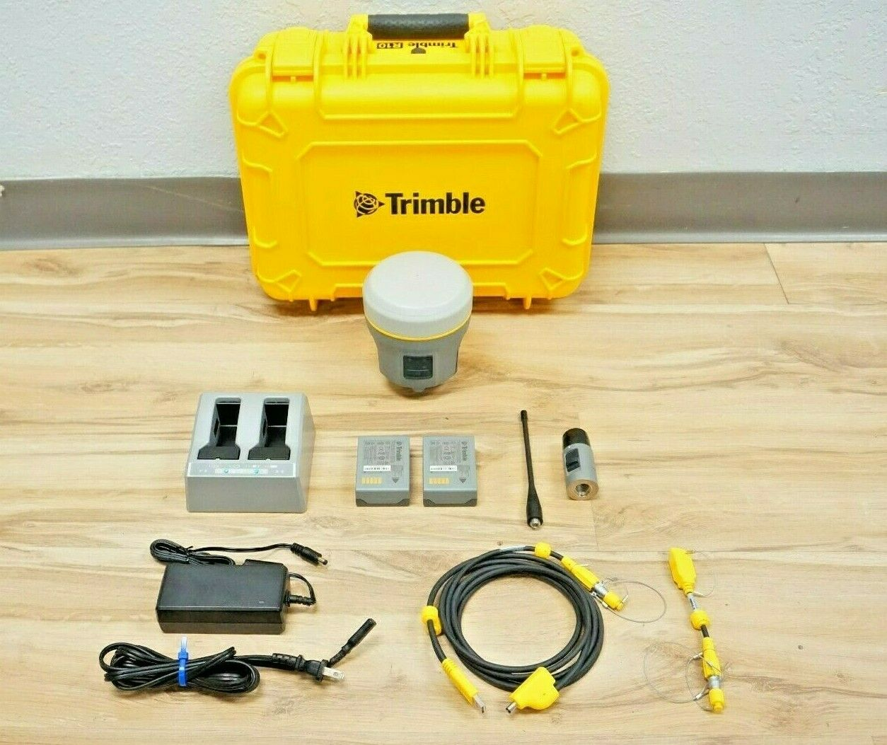 Trimble R10 L1 L2 L2c L5 GPS Glonass Galileo Compass xFill Base or Rover M1 V2