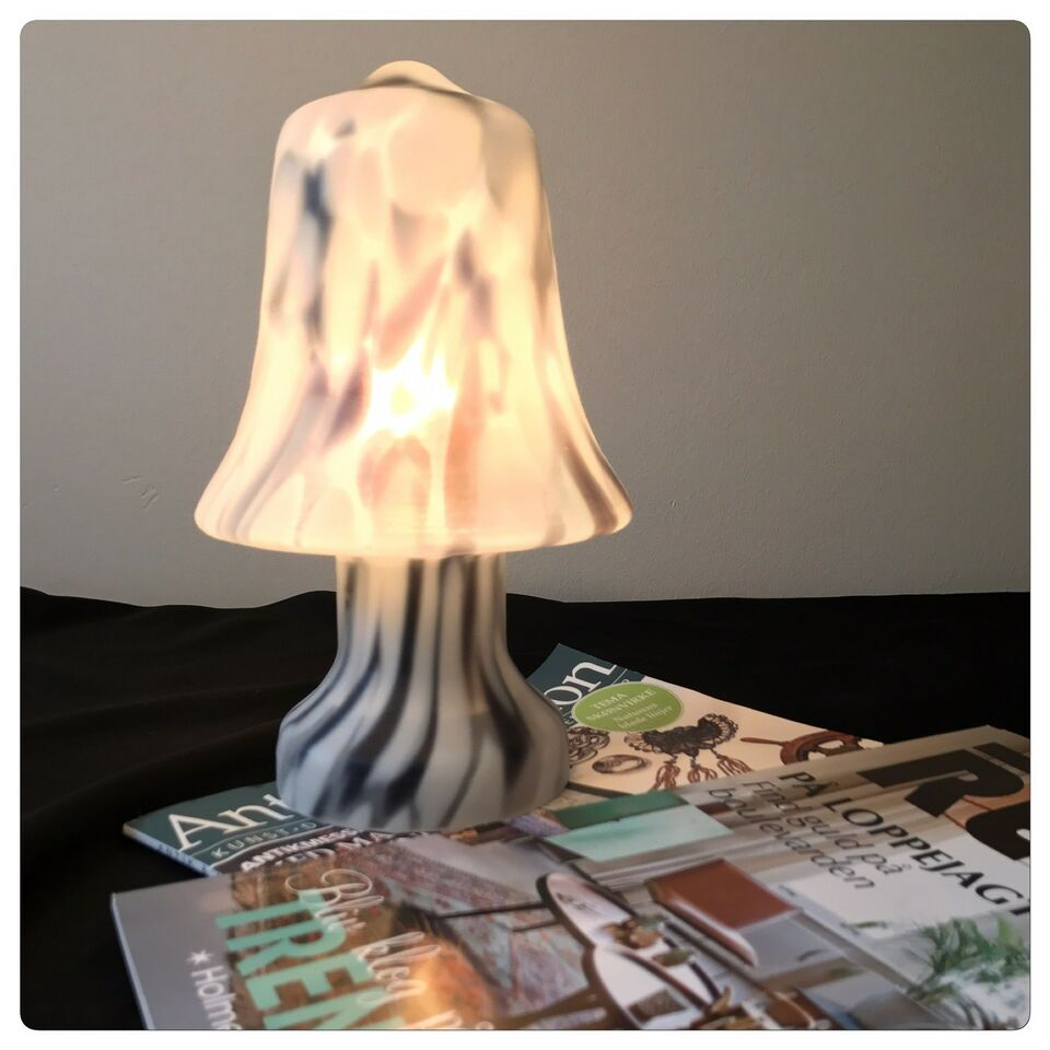Anden bordlampe, Pukeberg