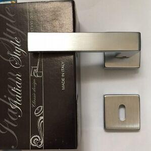 Maniglia-Comit-Biblo-976-satinata-cromata-su-rosetta-foro-patent