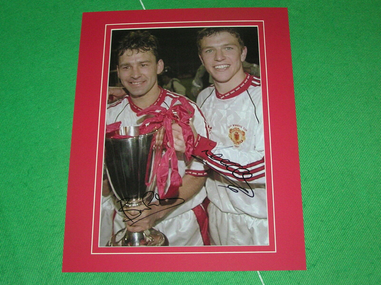Manchester United Bryan Robson & Lee Sharpe Firmado 1991 Europeo Cwc Final Foto