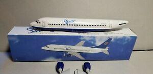 FLIGHT-MINIATURE-UNITED-SHUTTLE-737-300-1-200-SCALE-PLASTIC-SNAPFIT-MODEL