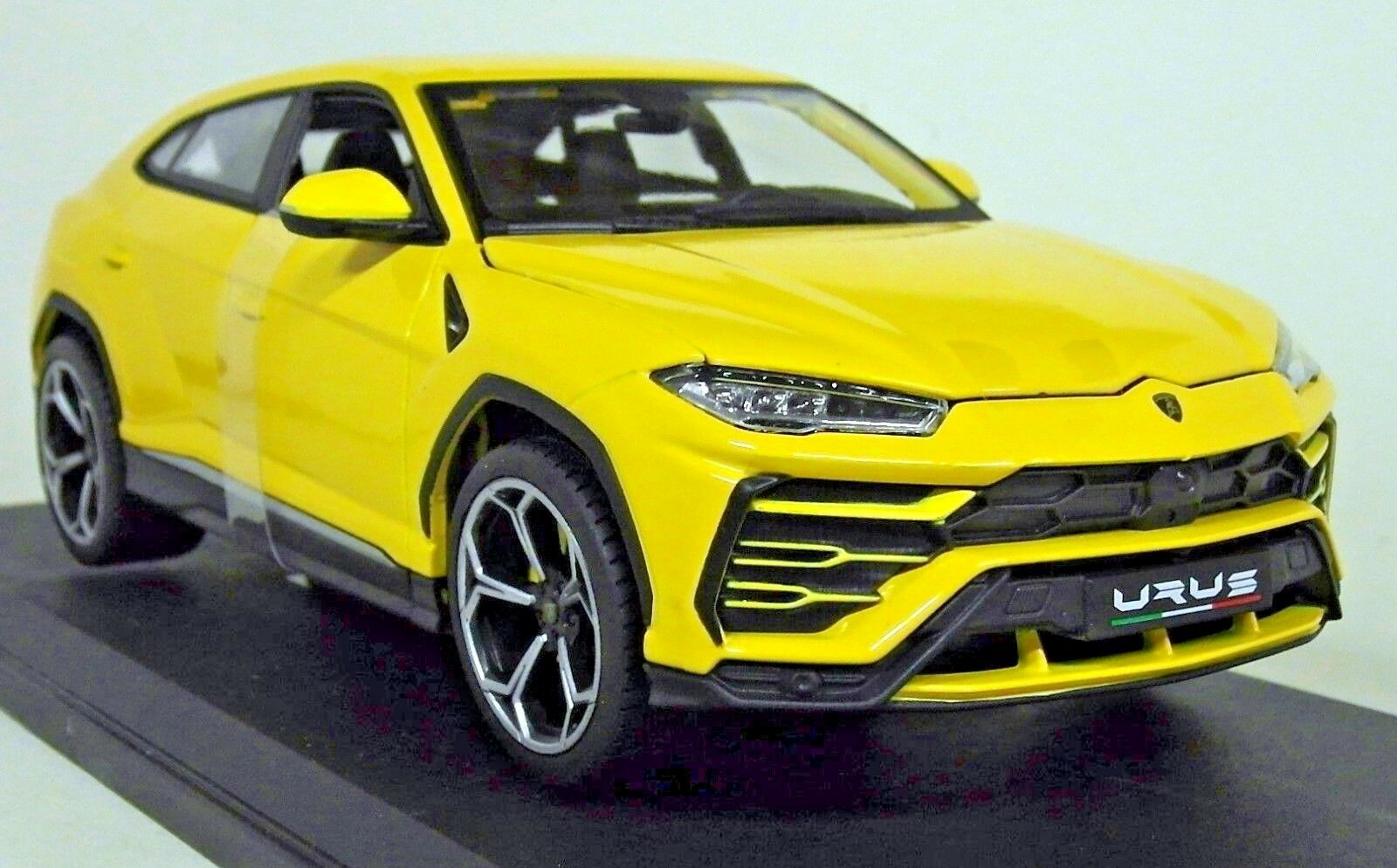 1 18 scale Lamborghini Urus SUV (Yellow)  Special Edition  Maisto Diecast