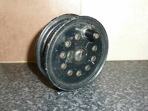 VINTAGE-BLACK-FLY-FISHING-REEL-WITH-RATCHET-amp-FULL-SPOOL-OF-LINE