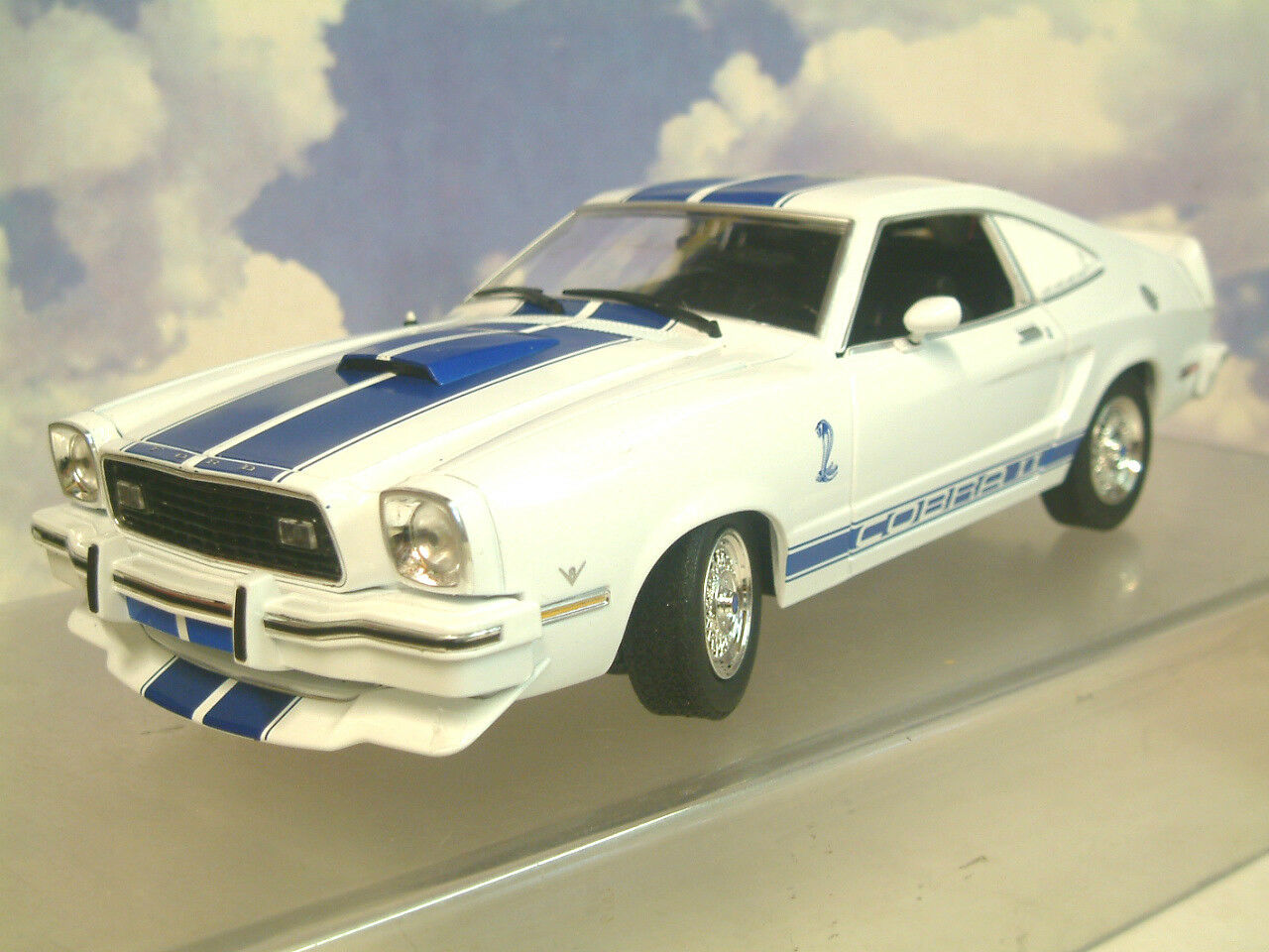 1 18 GrünLIGHT Jill Munroe's 1976 Ford Mustang II 2 COBRA II Charlie's Engel