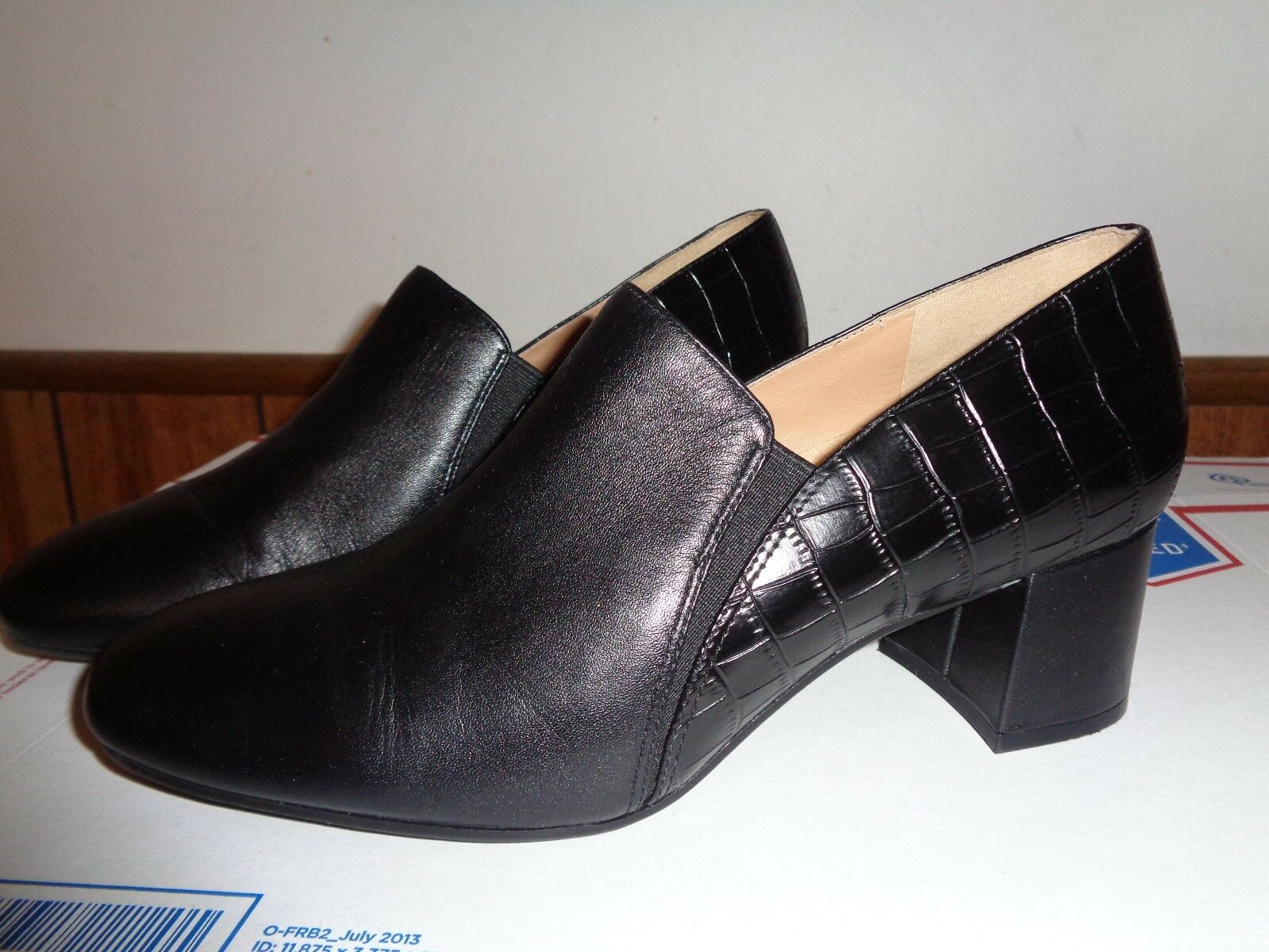 Naturalizer Women's Leather Bootie shoes Size 9M Slip On
