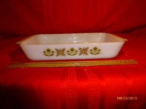 Vintage-Anchor-Hocking-Fire-King-1-1-2-Quart-Casserole-Green-Meadow-Ovenware