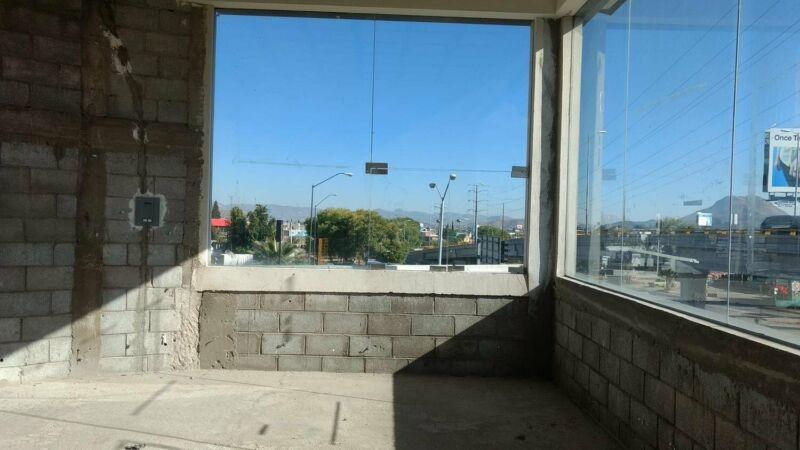 Rento Local en Plaza Comercial  50 mts mas 50 de terraza