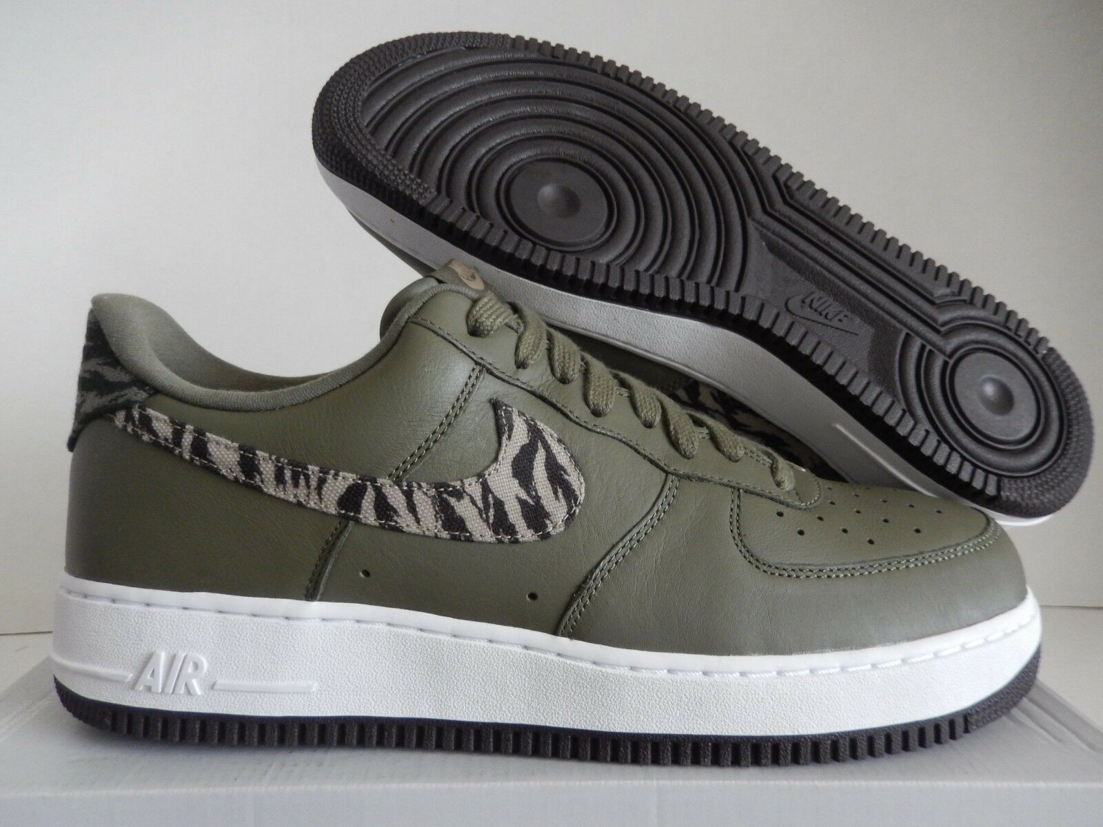 NIKE AIR FORCE 1 AOP PREMIUM  TIGER CAMO  MEDIUM OLIVE GREEN SZ 13 [AQ4131-200]