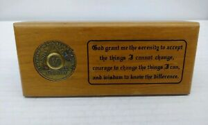 Vtg-Alcoholics-Anonymous-AA-Walnut-Desk-Plaque-Serenity-Prayer-amp-9-Year-Coin