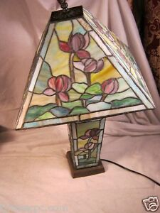 vintage-STAINED-GLASS-TABLE-LAMP-LIT-BASE-ART