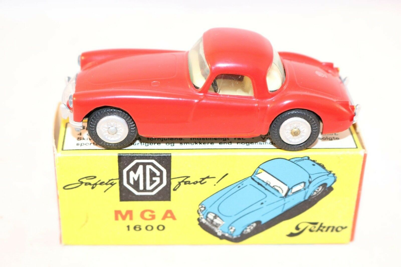 Tekno Denmark 824 MGA 1600 perfect mint in a super box what a beauty