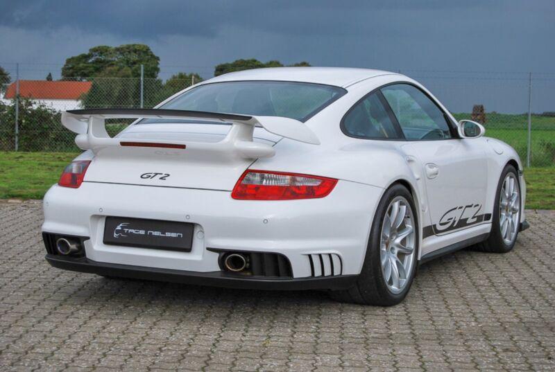 Porsche 911 GT2 Coupé - 10