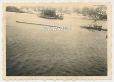 Foto deutsche Landser-Flussüberquerung mit Floß 2.WK (d303)
