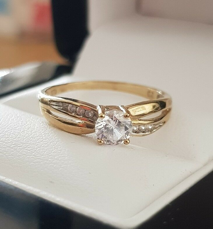 9ct yellow gold created diamond credver ring from our bridal range size M