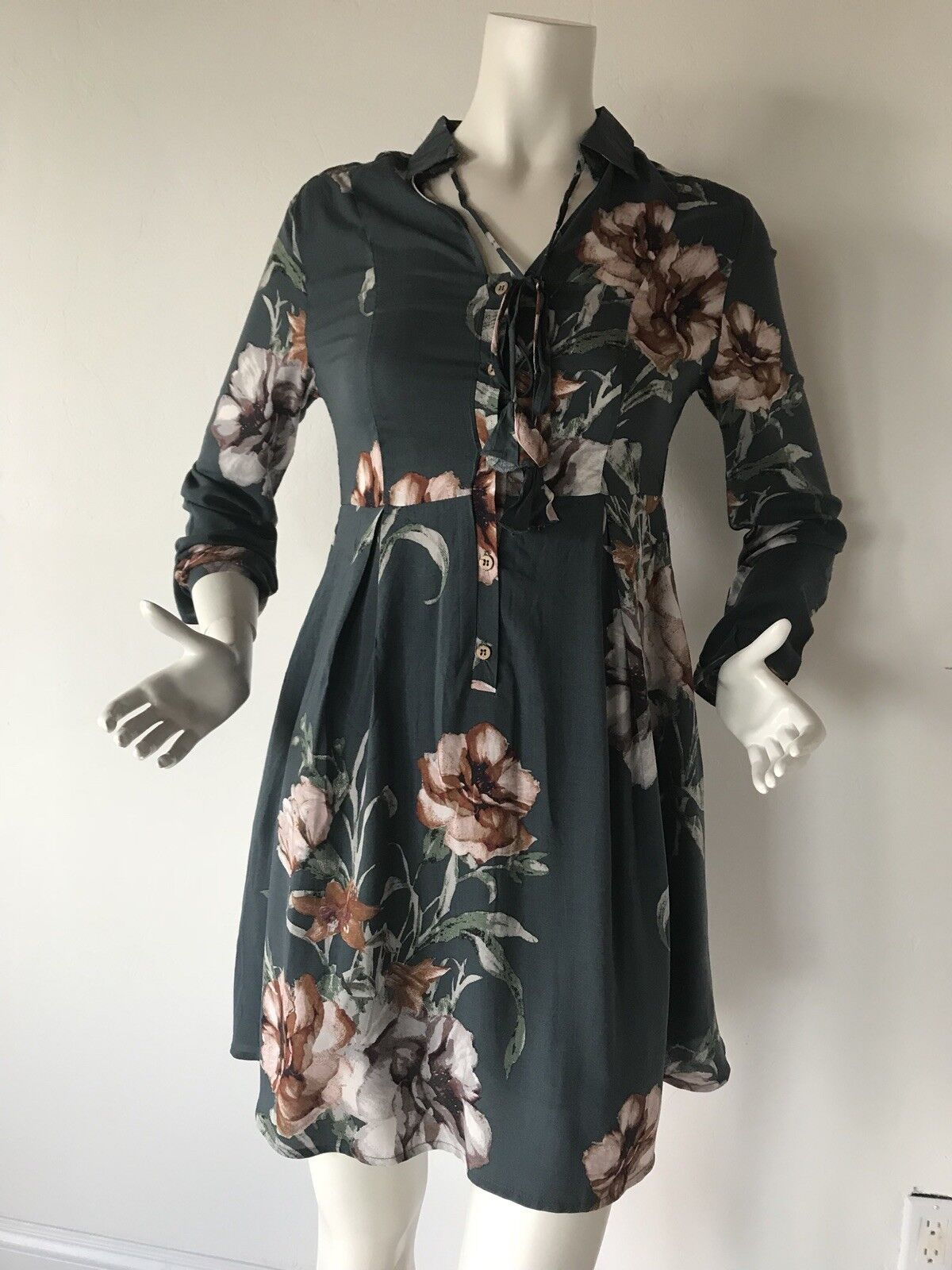 New Women Dress Green with Flowers Size L