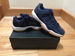 108421a7164 NIKE AIR JORDAN 11 RETRO LOW XI SZ 9.5 MIDNIGHT NAVY GUM BOTTOM ...