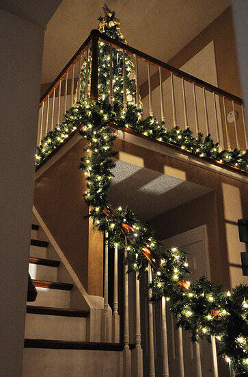 Extra Thick Pre-Lit 80 LED Pine Garland Christmas Decoration Green 9 ft