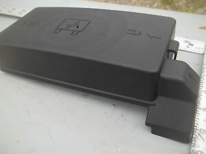Details about 2002 2003 SATURN VUE FUSE RELAY BOX COVER LID on saturn relay radio, saturn l200 fuse box location, saturn relay forum, saturn outlook fuse box location, saturn relay thermostat location, saturn relay power steering pump location, saturn aura fuse box location, saturn ion fuse box location,