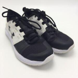 under armour black tennis shoes