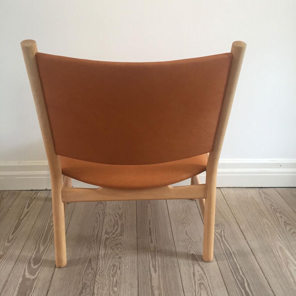 CH52 lav lænestol i bøg med sæde og ryg i cogna...