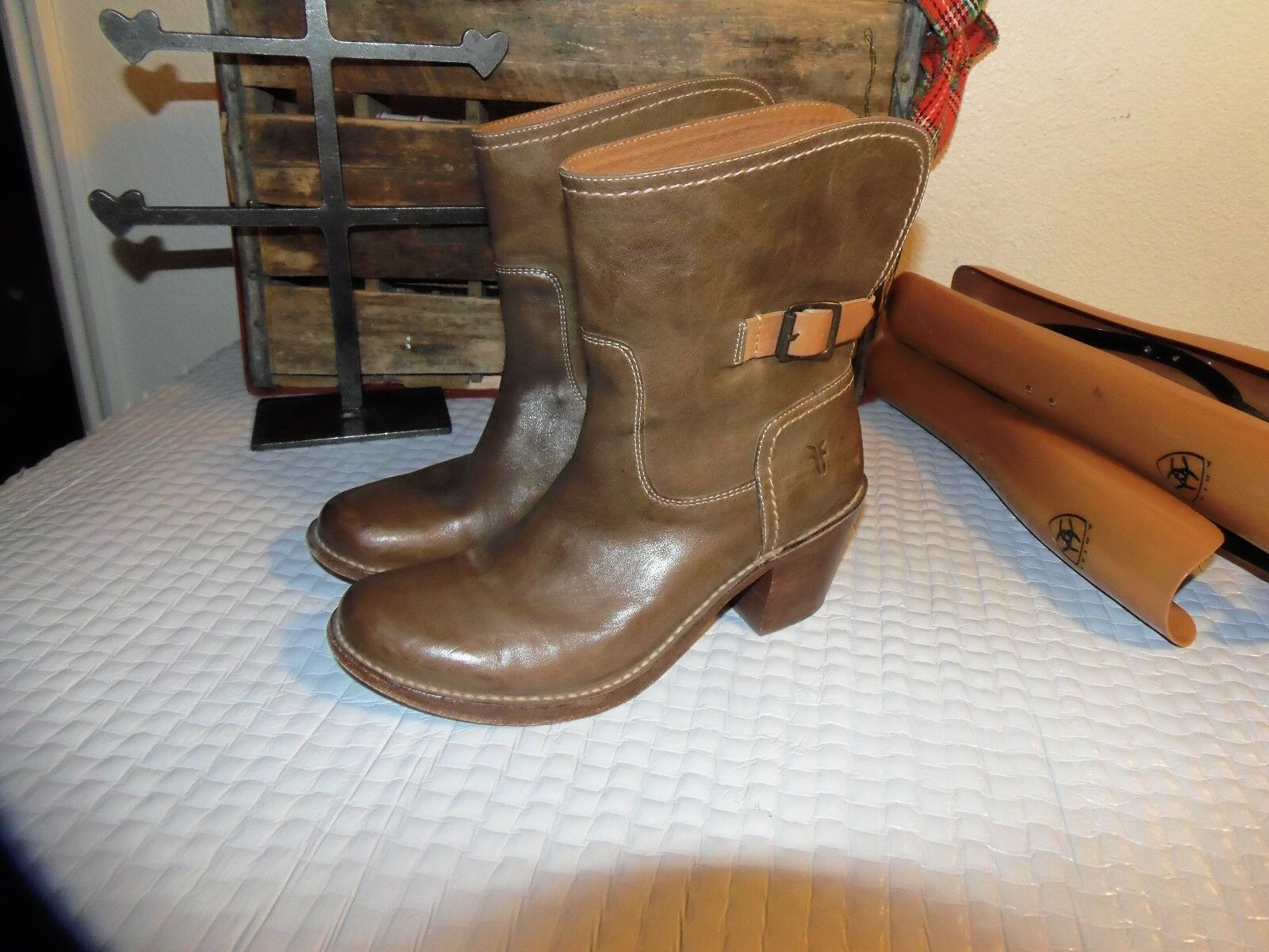 Frye boots 8.5 B FRYE leather BOOTS 8.5 B  FRYE boots ANKLE BOOTS 8.5 FRYES 8.5
