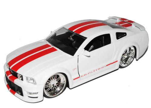 Generation Shelby gt-500kr blanco con rayas rojas 2004-2009 Ford Mustang V 1
