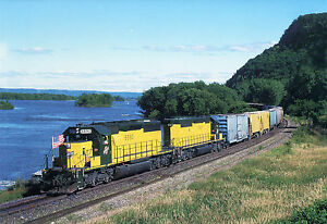 NOTE-card-showing-CHICAGO-NORTH-WESTERN-SD40-6890-on-Soo-Line-at-Dakota-MN