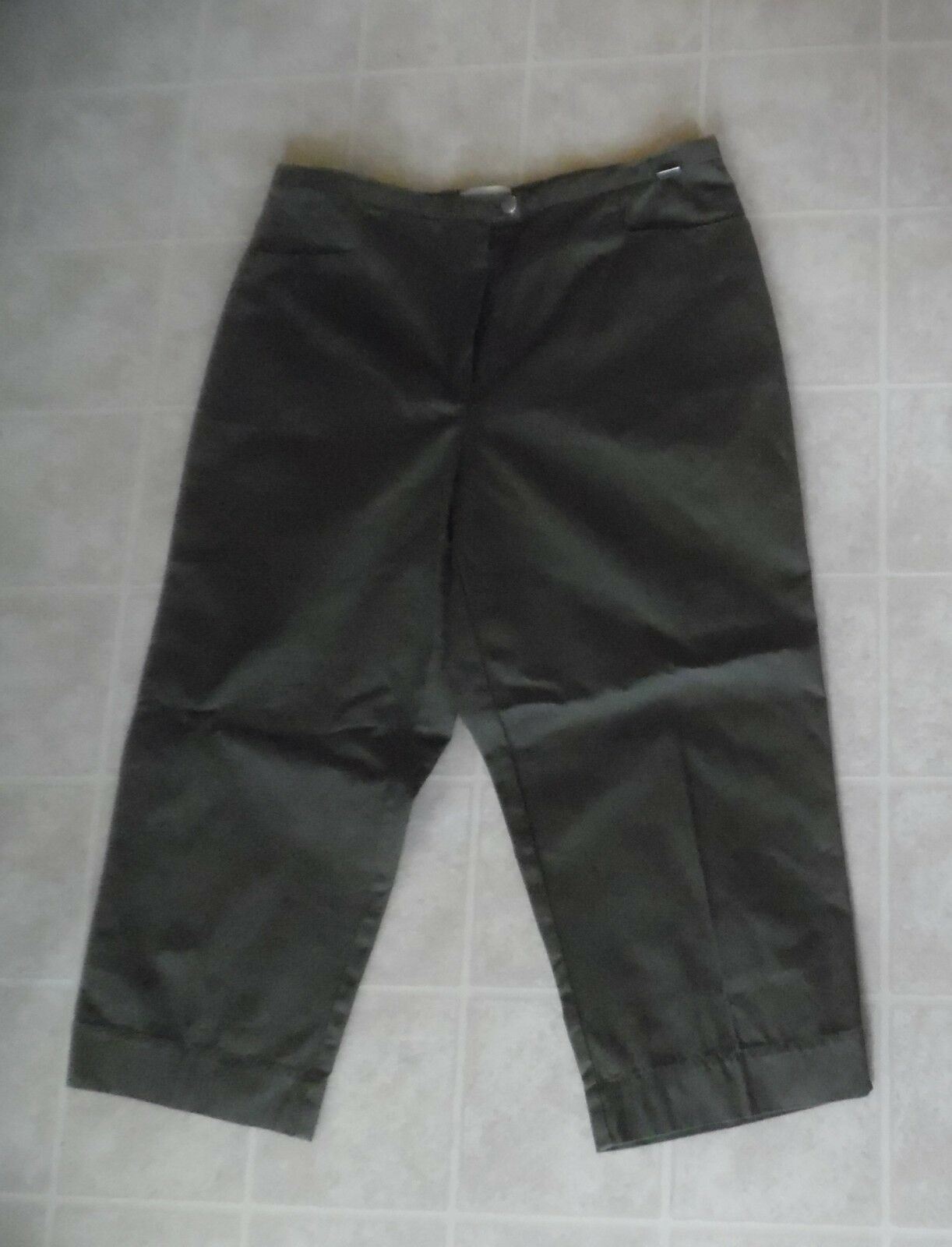 ESCADA Sports  Women Olive Green Capri Pants  sz 40