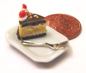 1-12-Scale-Slice-Of-Cake-On-A-Ceramic-Plate-Dolls-House-Miniature-Accessory-SC19