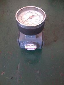ARROW PNEUMATIC PRESSURE REGULATOR WITH GAGE R352