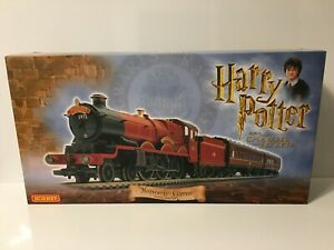 Hornby-R1033-OO-Gauge-HARRY-POTTER-AND-THE-CHAMBER-OF-SECRETS-TRAIN-SET