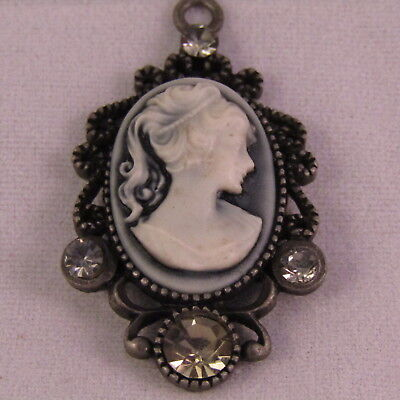 Vintage Front Toggle Black /& White Cameo Pendant Necklace Rhinestone Accents