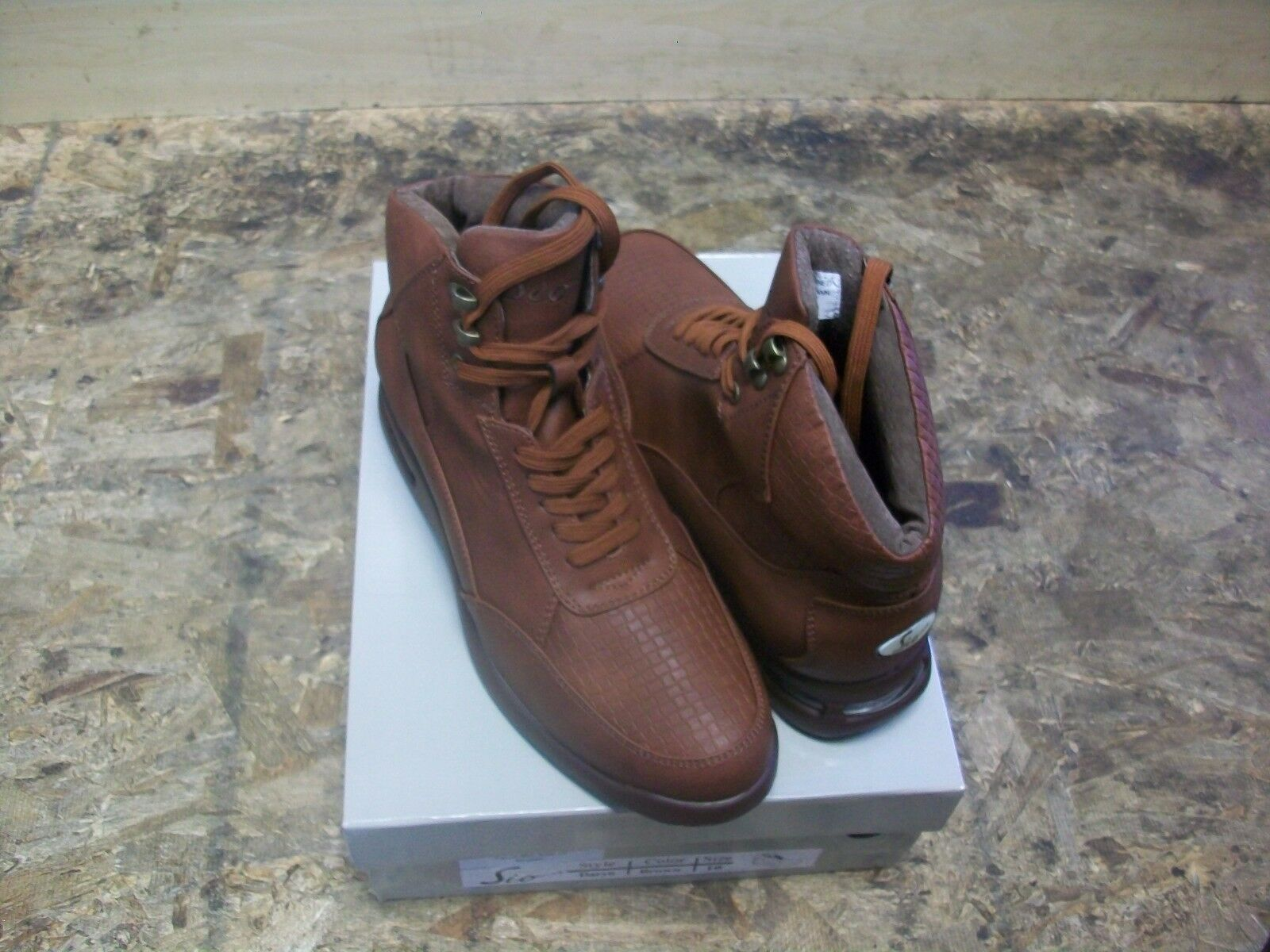 New Men's Sio Brown Mid Air Bubble Crock Print shoes Size 9.5 Brand New