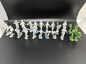 32-Louis-Marx-1963-MCMLXIII-Vintage-Toy-White-Soldiers-4-Green-6-unmarked