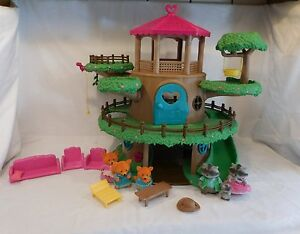 Lil Woodzeez Family Tree House Playset with Family's and Furniture