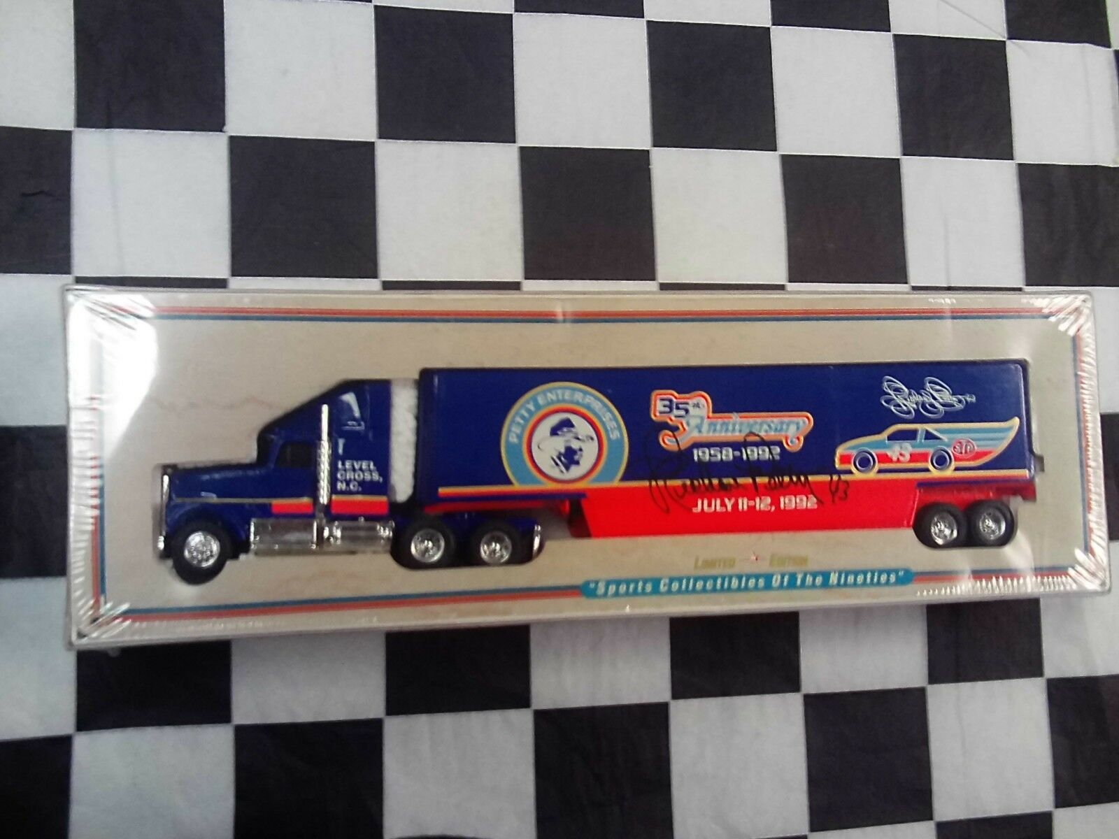 Ertl Richard Petty Enterprises 35th aniversario 1/64 Camión Transportador autógrafo