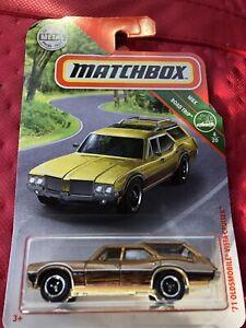 039-71-Oldsmobile-Vista-Cruiser-Gold-Wood-Station-Wagon-2019-Matchbox-Road-Trip-Car