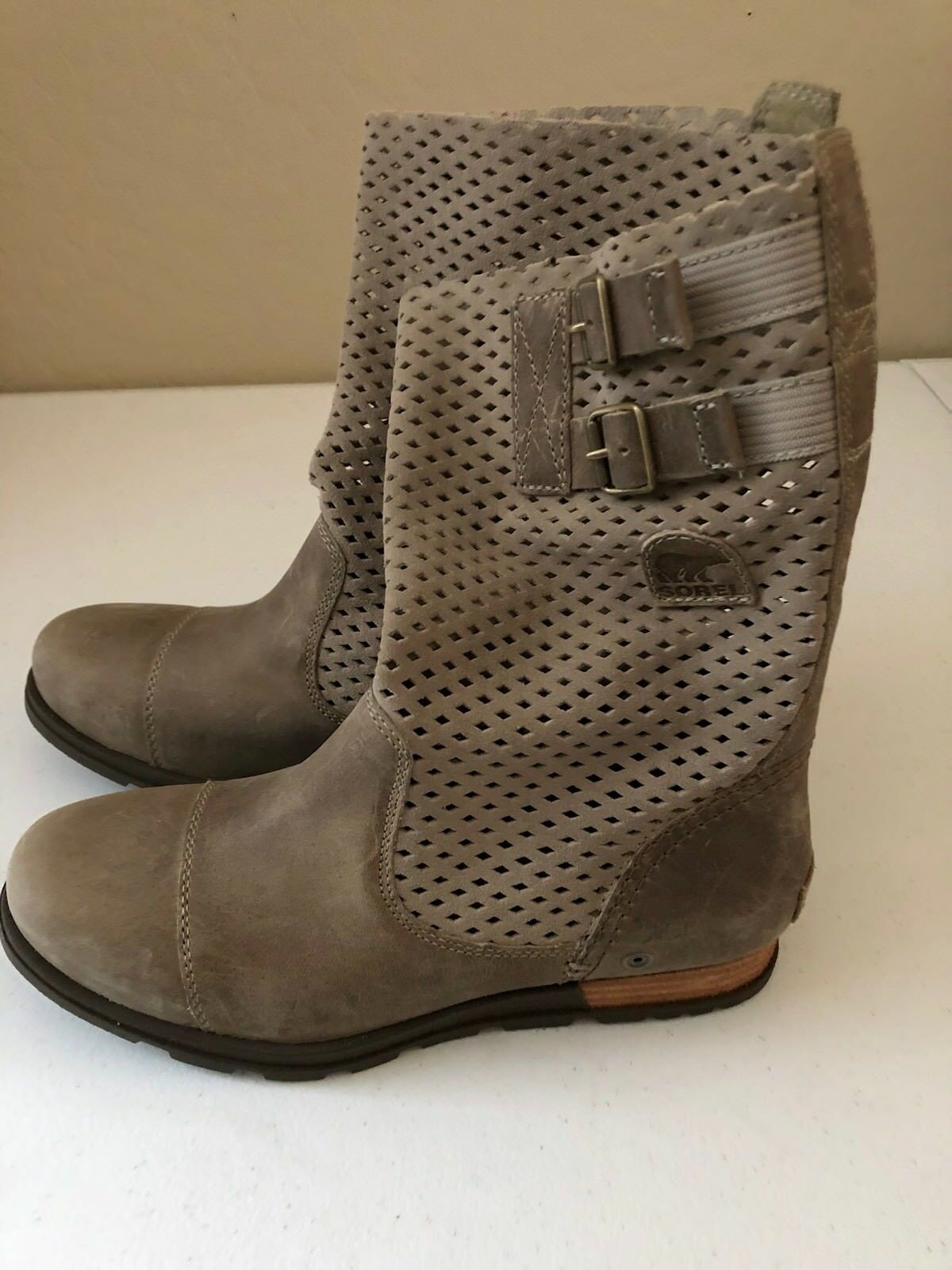 Womens Sorel Major- Pull -On /Perforated Boots Size 8.M