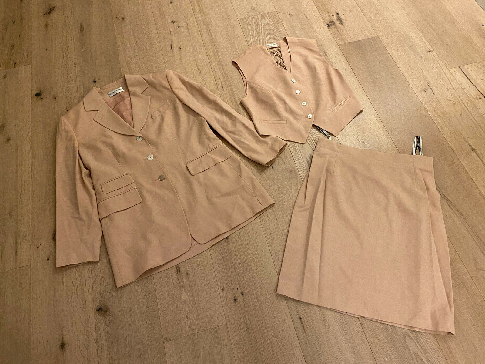 Blacky Dress 3-teiler Rock Blazer Weste Apricot Schurwolle Gr. 42 WIE NEU