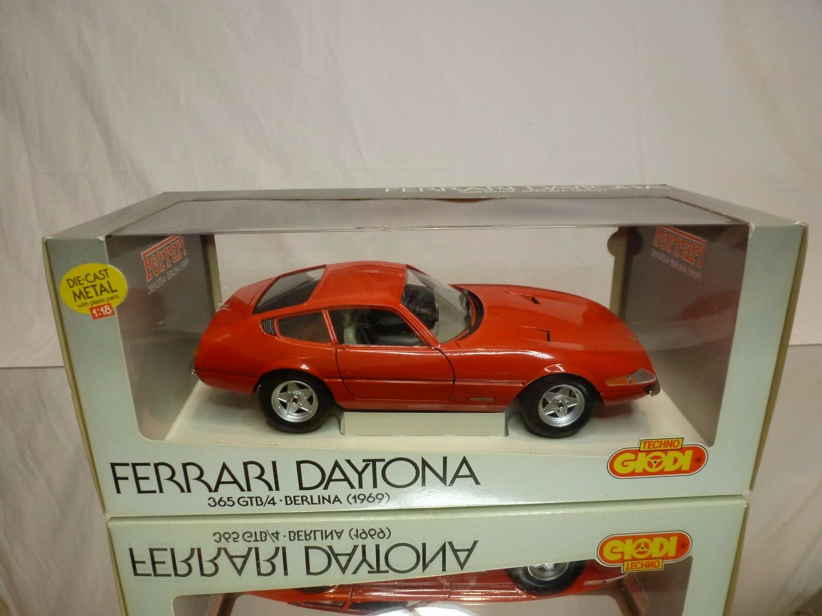 GIODI 740011 FERRARI DAYTONA 365 GTB 4 BERLINA 1969 rojo 1 18 - EXCELLENT IN BOX