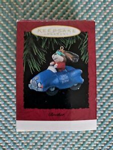 Hallmark-Keepsake-Ornament-034-Brother-034-Super-Terrific-Brother-Dog-in-Car-1994
