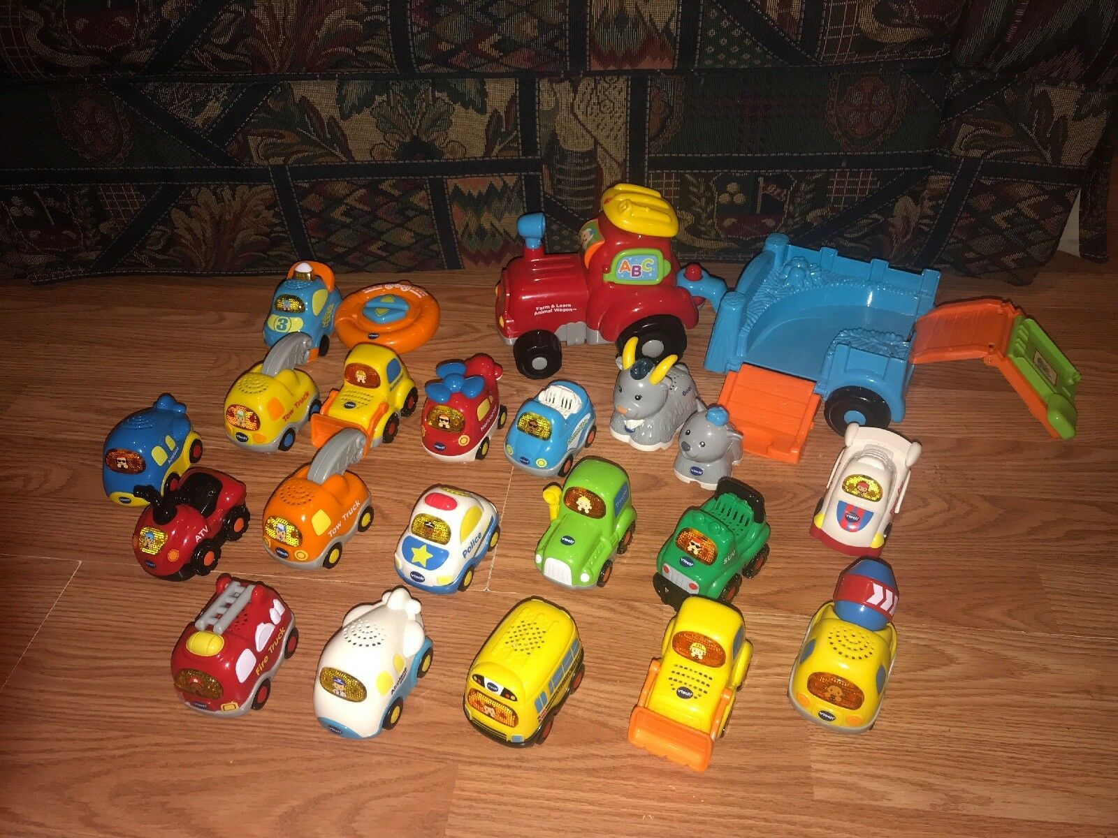 22  PIECE HUGE LOT OF VTECH GO GO SMART ANIMALS & CARS WHEELS VEHICLES